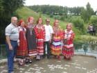 Юрий RA3AKM и Виталий RA3PCA с русскими красавицами у источника =12 ключей=.