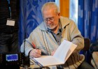 UA3AO ставит автограф, даря свою книгу участнику 6-го слёта московских радиолюбителей.
