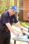 Валерий Г. Павлов RA1AOM показал свою новую разработку – однорычажный телеграфный ключ.