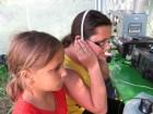 Юные радиолюбители - Настенька и Люся.