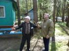 Участники конкурса =Лучшая походная антенна=: Борис R3BK и Виктор R3HR.