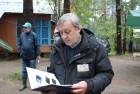 Анатолий RZ3ADU с книгой UA3AO - Ключи, соединившие континенты
