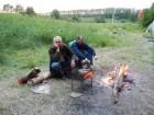 Вечер... У костра Анатолий и Виктор.